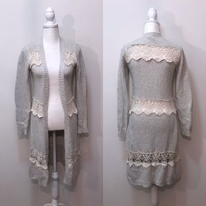 Gimmicks by BKE Gray Cream Lace Long Sweater XS